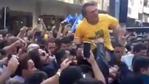 O deputado federal e candidato à presidência da República Jair Bolsonaro (PSL) foi atacado nesta quinta-feira com uma faca
