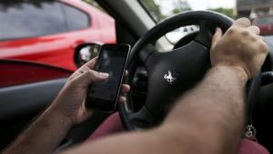 Uso de celular ao volante por brasileiros vai além de estatísticas, diz especialista