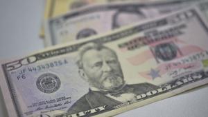 Dólar cai a R$ 4,15, mas sobe 1,64% na semana
