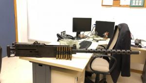 Polícia apreende metralhadora de guerra de 1,68 metros no RJ