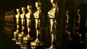 Pitt, Clooney e De Niro protestam contra entrega de Oscars nos intervalos da premiação