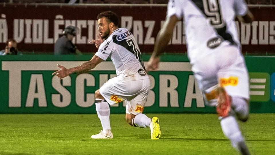PontePress FábioLeoni Em 27 jogos disputados com a camisa da Ponte Preta 1bd3bcda0820b