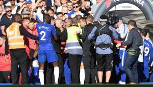 Clima quente! José Mourinho é provocado e parte para cima de rival no Campeonato Inglês