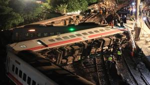 Ao menos 22 pessoas morrem em descarrilamento de trem em Taiwan