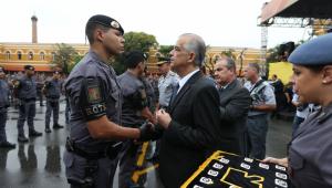 Candidato à reeleição em SP, França faz aceno aos policiais militares