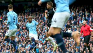 Com gol de Fernandinho, Manchester City goleia e mantém invencibilidade no Inglês