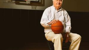 Lenda da NBA, Tex Winter morre aos 96 anos