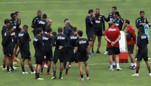 Diego Aguirre fecha treino e segue com mistério no São Paulo