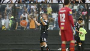 Vasco aproveita chance de enfrentar reservas do Cruzeiro, vence e se afasta do rebaixamento