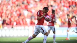 Com 2 gols de Leandro Damião, Inter vence de virada e amplia crise do São Paulo