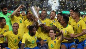 Com gol de Miranda nos acréscimos, Brasil vence Argentina e conquista o 'Superclássico'