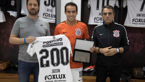 Artilheiro do ano e 'garçom' da década, Jadson completa 200 jogos pelo Corinthians