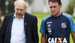 Promessa não cumprida e intromissões aumentam descontentamento de Cuca com presidente do Santos