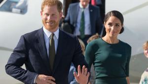 Mãe de Meghan Markle chega à Inglaterra para nascimento de bebê real