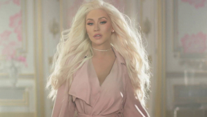 Christina Aguilera comemora 20 anos de 'Genie in a Bottle'