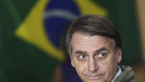 Bolsonaro faz oração e diz que fará governo 'protetor da Constituição'