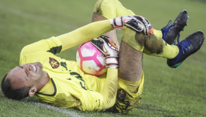 Magrão, experiente goleiro do Sport, sofre fratura e está fora do Brasileirão