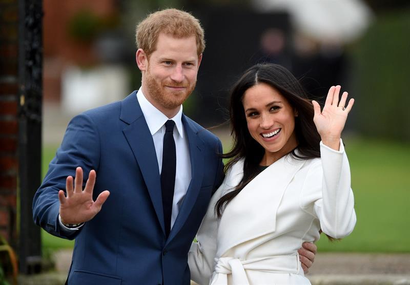 Príncipe Harry compartilha foto do filho no Dia dos Pais britânico