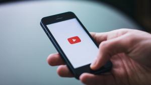 Influenciador digital pode virar uma profissão prevista em lei; entenda