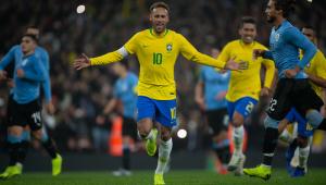 Em clássico morno, Brasil bate Uruguai graças a pênalti polêmico