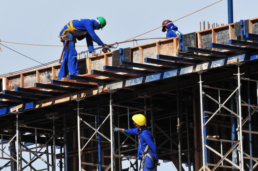 Resultado de imagem para Confiança de empresário industrial fica estável em setembro