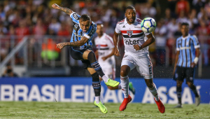 São Paulo só empata com Grêmio em confronto direto e continua fora do G4