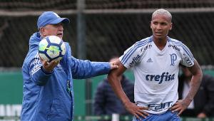 Felipão reclama de Deyverson: 'Ele é nove, nove, não um oito de armação'