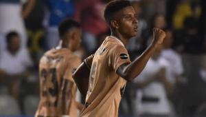 Impedido de atuar, Rodrygo será homenageado no intervalo do clássico Santos x Corinthians