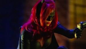 Batwoman é apresentada em novo trailer de crossover de séries da Warner