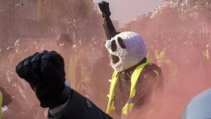 Protestos contra aumento no combustível deixam mais de 400 feridos na França