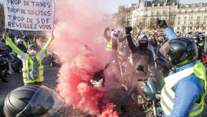 Mulher morre em protesto contra aumento no combustível na França