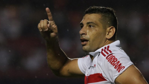 Golaço contra Cruzeiro coloca Diego Souza em seleto grupo de artilheiros do Brasileirão