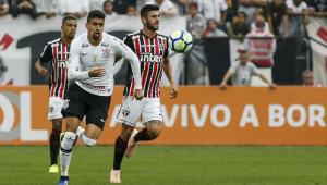 Fora da liderança, Corinthians e São Paulo duelam para afastar risco de eliminação