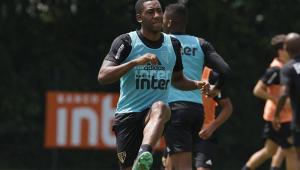 Carneiro reaparece no São Paulo e será multado por indisciplina