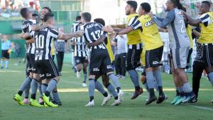 Botafogo vence Chapecoense em confronto direto e se afasta do rebaixamento