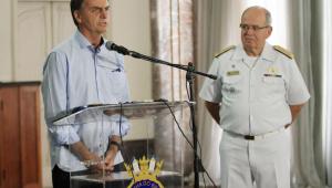 Generais Heleno e Azevedo e Silva vão escolher comandantes das 3 Forças, diz Bolsonaro