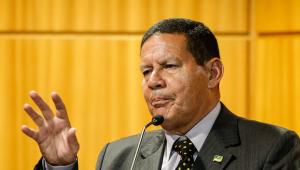 Novo governo deve preservar 'núcleo duro' da Petrobras, afirma Mourão