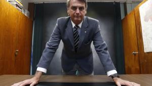Bolsonaro comemora aumento de imposto de importação de leite da União Europeia; taxa vai a 42,8%