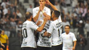 Ex-Vasco, Mateus Vital decide jogo polêmico e afasta Corinthians do rebaixamento