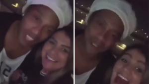 Ronaldinho encontra torcedora do Corinthians e diz: 'Não dei a sorte de jogar aí'