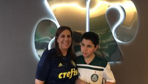 Torcedores-símbolo do Palmeiras, Silvia e Nickollas celebram o deca na Jovem Pan