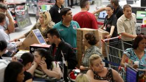 Chegada da Black Friday contrasta consumidores eufóricos e receosos; saiba como fazer uma boa compra