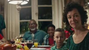 Propaganda de marca de chester é acusada de racismo na web; entenda