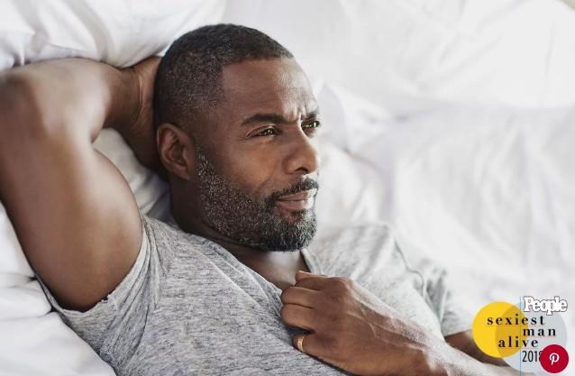 Resultado de imagem para Idris Elba é eleito o Homem Mais Sexy de 2018 pela revista PEOPLE