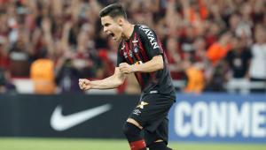 Assistência, pênalti e título do Athletico-PR: Raphael Veiga comemora por voltar ao Palmeiras em alta