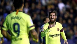 Messi faz três gols e dá duas assistências em goleada do líder Barcelona