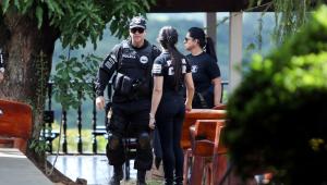 Após mais de quatro horas, polícia encerra buscas em endereços de João de Deus
