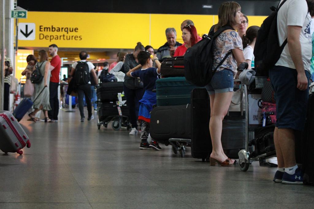 Menores de 16 anos que viajarem sozinhos precisarão de autorização judicial