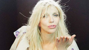Courtney Love consegue medida protetiva contra o ex-empresário Sam Lufti