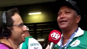 Pai de Deyverson chora ao ganhar medalha do filho: 'Ele já me deu muito trabalho'